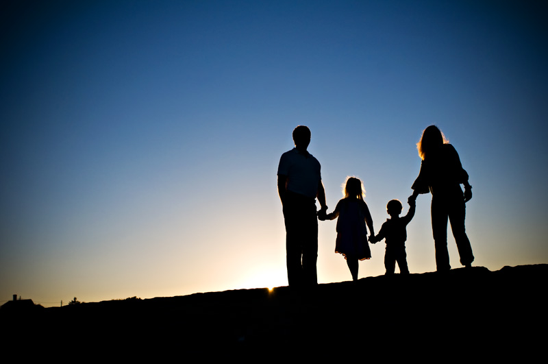 Happy Family Silhouette Images & Pictures - Becuo